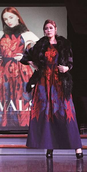 新聞圖片3_KeyWear郵輪時尚秀模特兒演繹2017冬季最新訂製禮服