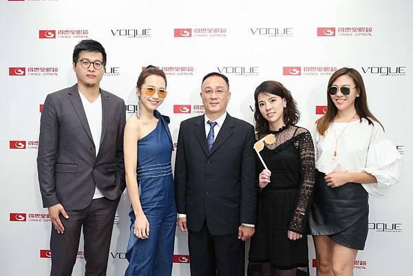 【新聞稿圖片1】Vogue Eyewear 推出2017全新秋冬系列 Vogue Eyewear 與得恩堂眼鏡合影