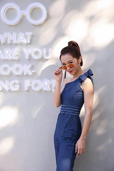 【新聞稿圖片2】LULU 戴上 Gigi Hadid for Vogue eyewear Collection