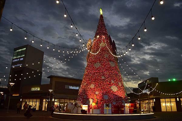 「桃園華泰名品城聖誕村」15米聖誕樹首次亮相點燈2