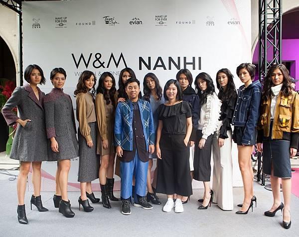 11. 名模身著台灣設計師品牌W&M和NANHI設計服與W&M設計師施玉倩合影、NANHI設計師何治緯合影