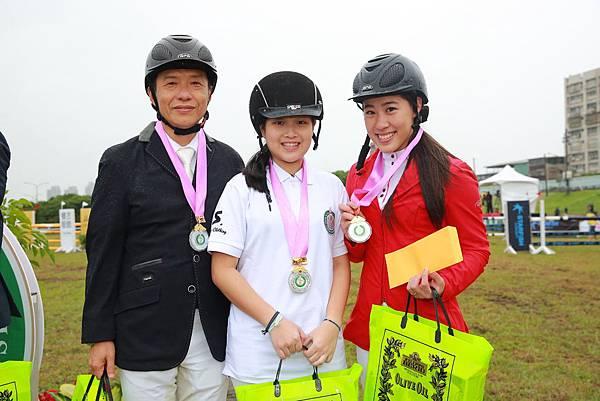 障礙跨越80cm.100cm.120cm團體賽季軍(左起)廖偉釧、安理天海、蔣佳穎
