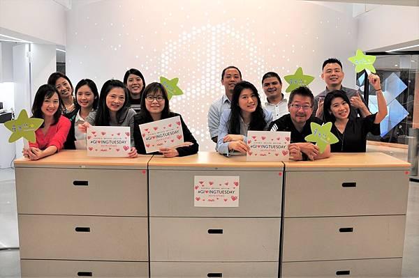因應台灣賓士企業總部整頓翻修之際,將辦公物資再利用,捐贈給十間的偏鄉學校,透過 【Mercedes-Benz星夢想】響應首度在台灣啟動的「#GivingTuesday全球行動日」