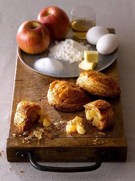 RAPL澎派令果的三大特色為「144層酥脆派皮」、「嚴選青森不摘葉蘋果及日本產蘋果切塊」及「店頭現打現灌的鮮乳卡士達醬內餡」。(圖片提供-RAPL)