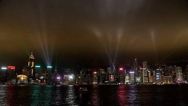 新版「幻彩詠香江」曲目由香港管弦樂團全新演繹,從12月1日起每晚8時上演。