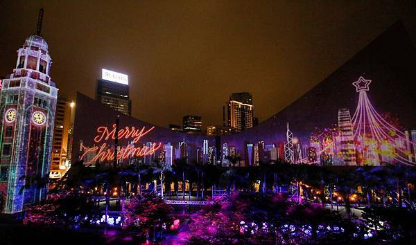 冬日版「閃躍維港」以先進的3D投影技術「冰封」香港文化中心,讓旅客體驗香港冬日璀璨的獨有時刻。