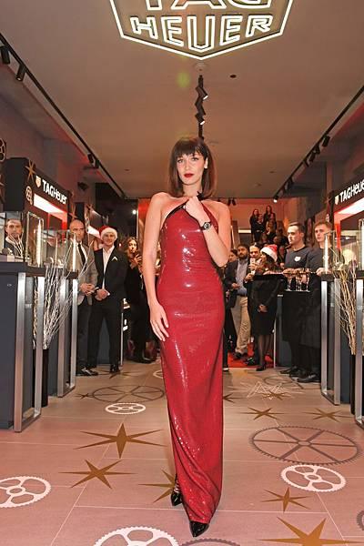TAG Heuer品牌大使Bella Hadid日前參加TAG Heuer倫敦牛津街專賣店開幕儀式。_05