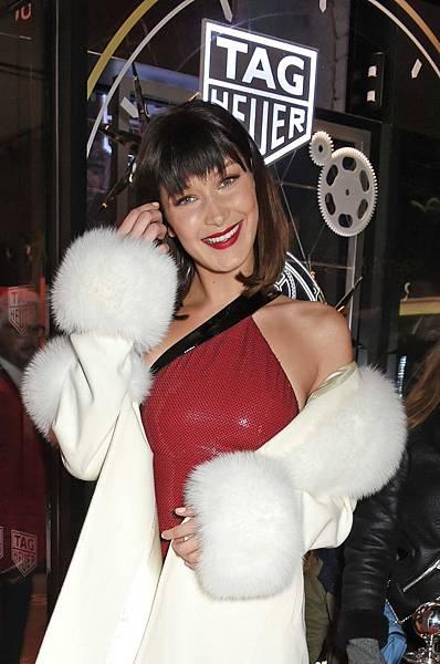 TAG Heuer品牌大使Bella Hadid日前參加TAG Heuer倫敦牛津街專賣店開幕儀式。_01