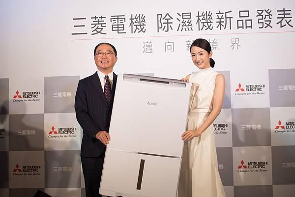 (左)台灣三菱電機董事長兼總經理 稲葉元和 (右)代言人林依晨