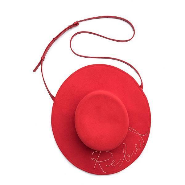 6 Eugenia Kim_經典帽款造型水晶鑲字肩背包_NT22800