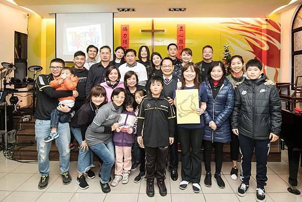 台灣賓士與台電女籃球員(右1、二排右1 )號召各地有志之士一起加入用運動改變世界的行列