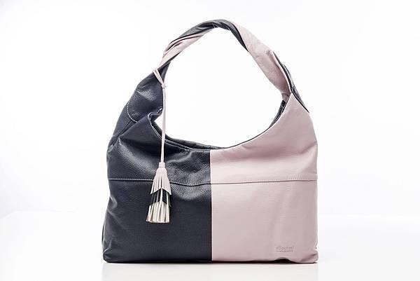 圖2_aBoutmi巴黎名媛拼色流蘇吊飾肩背包,建議售價NT$6,580