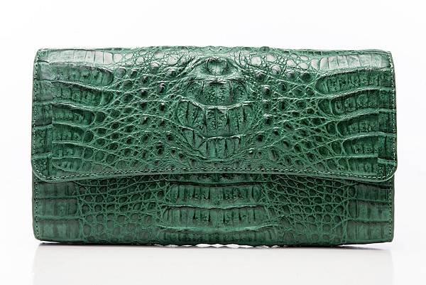 圖7_aBoutmi奢華名媛鱷魚手拿包湖水綠,建議售價NT$32,800