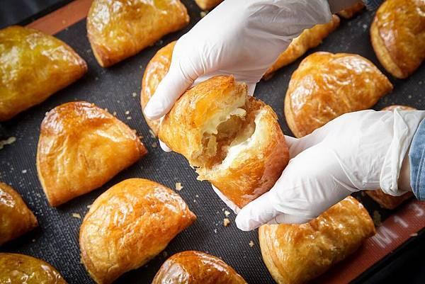 RAPL澎派令果特色為「144層酥脆派皮」、「嚴選青森不摘葉蘋果及日本產蘋果切塊」及「新鮮的鮮乳卡士達醬內餡」(圖片提供-RAPL)