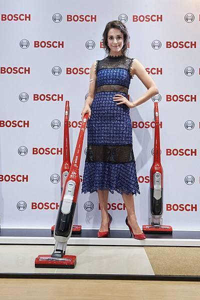 圖說_藝人瑞莎家有汪星人 試用Bosch頂級毛髮吸塵器大讚電池續航力L