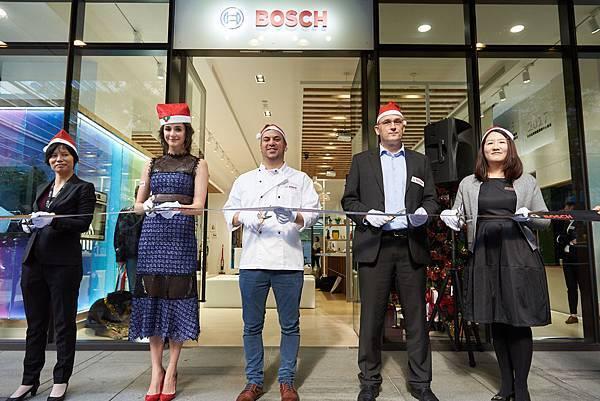 圖說_Bosch台北旗艦體驗展示中心開幕剪綵 右至左為行銷協理何涵、財務長奧斯瓦特先生、董事總經理傅睿博士、藝人嘉賓瑞莎、業務協理吳淑梅L