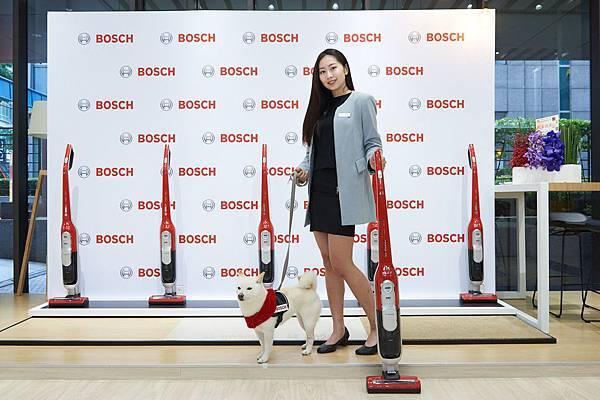 圖說_台灣每三戶有一戶養寵物 Bosch推新品「極效感應無線吸塵器毛髮終結者」L