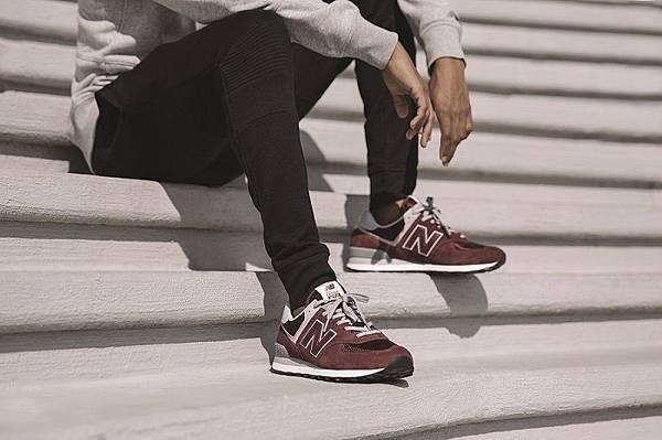 【New Balance】New Balance 574原色系列延續574的經典元素,運用麂皮、皮革和網布構成鞋面,鞋舌標籤繡有「Classic...