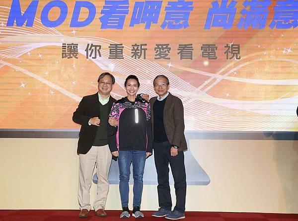 圖三、小野導演驚喜現身中華電信MOD雙代言人記者會,為好友吳念真站台,更肯定中華電信MOD對國內影音產業的貢獻。