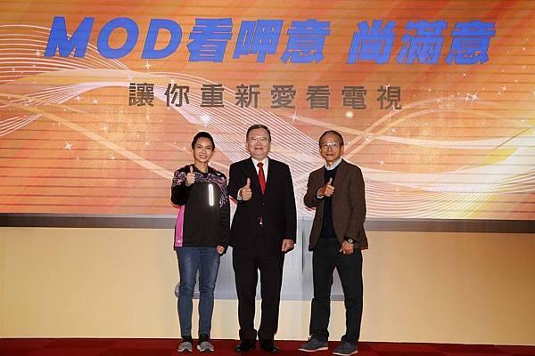 圖六、中華電信MOD舉辦雙代言人記者會,左起為球后戴資穎、中華電信董事長鄭優、吳念真導演。(中華電信 提供)