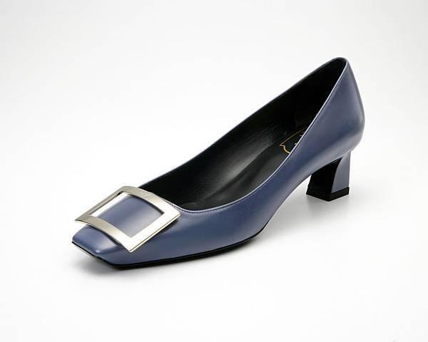 Roger Vivier TROMPETTE 石磨藍跟鞋 NT$29,000