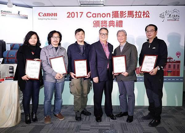 圖三、Canon 特別邀請來自不同攝影領域專長的專家擔任評審,經過近一個月審慎評選過程,從兩萬多張相片中選出心目中的最佳作品。