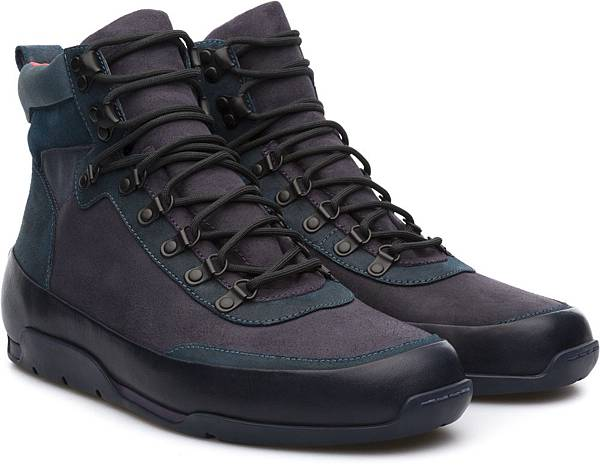 Camper Enduro系列深藍色高筒休閒靴,NT$3,500。(男款)