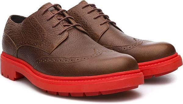 Camper Hardwood系列雕花休閒鞋,NT$3,500。(男款)