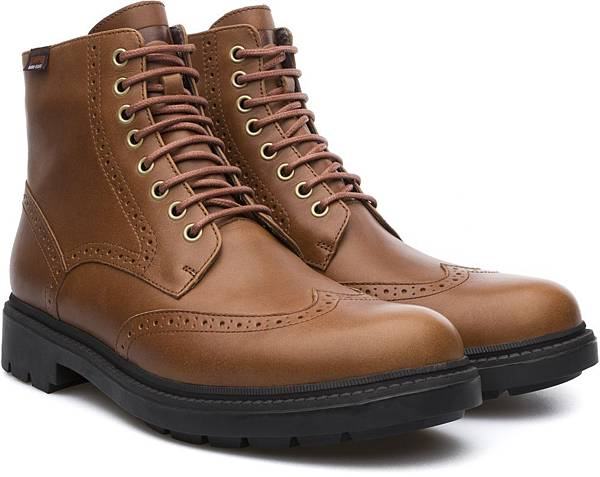 Camper Hardwood系列雕花高筒靴,NT$3,500。(男款)