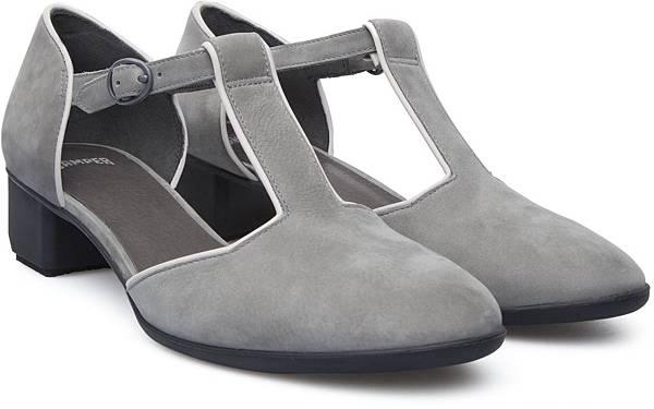 Camper Beth系列麂皮低跟鞋,NT$2,000。(女款)