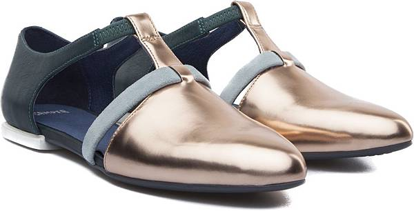 Camper Isadora系列金屬拼色包鞋,NT$2,000。(女款)