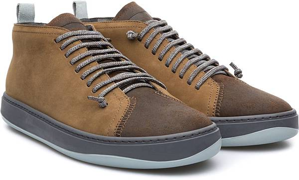 Camper Domus系列咖啡拼色休閒鞋,NT$3,000。(男款)