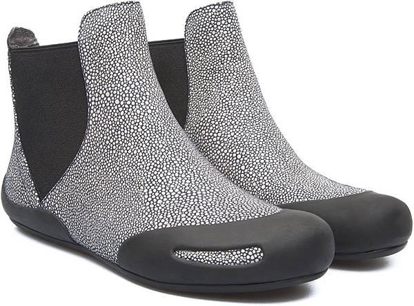 Camper Peu Senda系列膠鞋,NT$3,000。(女款)