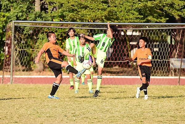 [YAMAHA CUP]成軍10年的小雷鳥(橘)在擊敗新民國小(綠)後首次進入總決賽