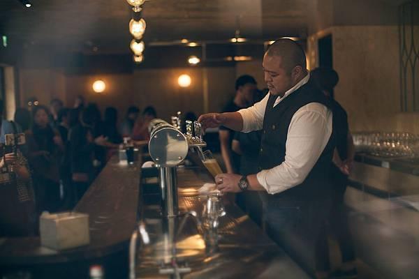 圖2.金色三麥集團執行長葉冠廷表示SUNMAI BAR未來將不定期舉辦各式藝術展演、俱樂部活動,讓更多人能親自體驗SUNMAI精釀啤酒的美好。