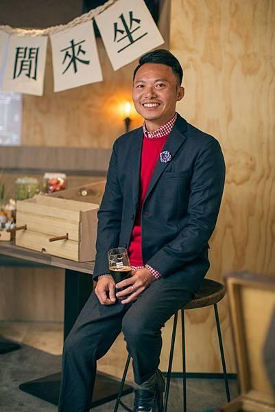 圖3.金色三麥餐飲集團品牌事業處副總經理李怡明邀請消費者隨時走進SUNMAI BAR安和店享受精釀啤酒小酌時光。
