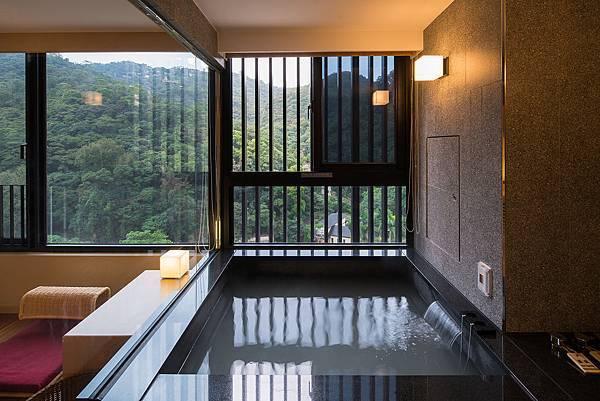 客房溫泉浴池