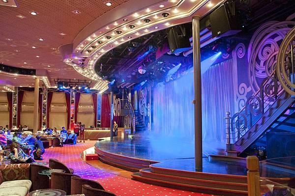 雙子星號星辰酒廊,備受觀迎的餐後休息室能容納超過600人,是觀看舞台表演的理想地方,亞洲的人氣樂隊或舉世聞名的魔術師經常在此獻藝。