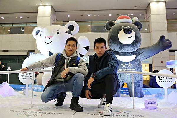 李智凱與教練林育信抵達韓國