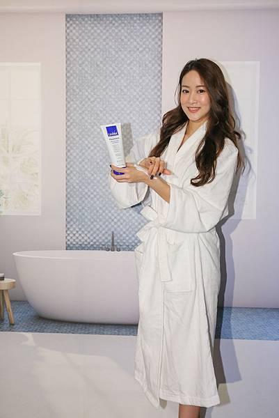 明星產品「身體平衡潤膚露」,針對粗糙、乾燥、敏弱肌膚提供富含珍貴天然亞油酸且不含防腐劑、礦物油、矽靈的獨創護膚配方