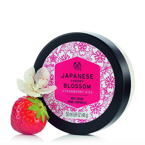 日本櫻花親親草莓身體美膚霜_情境2_$990  200ml