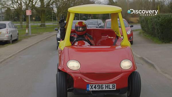 「玩具汽車」平地時速可達120公里,下坡時速可到129公里