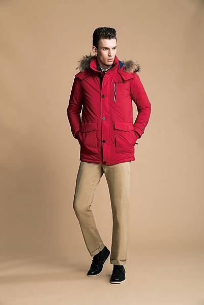 Model穿搭照-男士防水羽絨短大衣