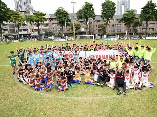 第九屆YAMAHA CUP全國賽現場小球員與Jubilo教練進行大合照