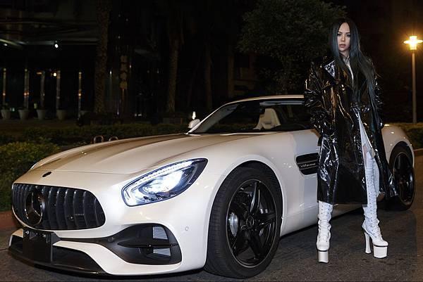 天后aMEI乘坐Mercedes-AMG GT S,於2月4日《偷故事的人》萬人演唱會登場_EMI提供