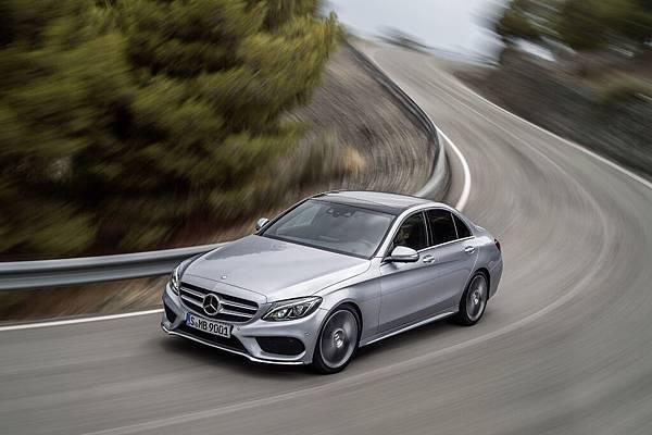 本月入主任何年份、任一款Mercedes-Benz車型的車主,星享事成專案皆提供60期貸款方案及首期免付優惠