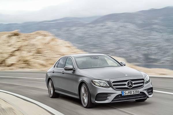 本月入主Mercedes-Benz指定車款可享有「一年乙式保險含100萬零件險」、「4年保養套裝」等多項優惠