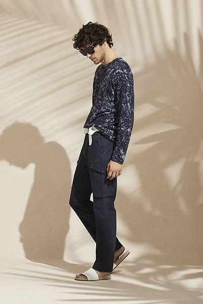 午夜藍針織衫  推薦價NT 7,800元