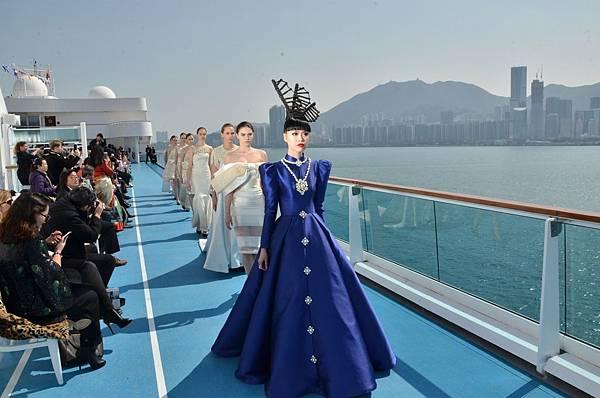 知名時裝秀製作人兼超模Jessica Minh Anh領銜8位模特兒,於歌詩達郵輪·新浪漫號上打造亞洲海域「天橋時裝秀」_1