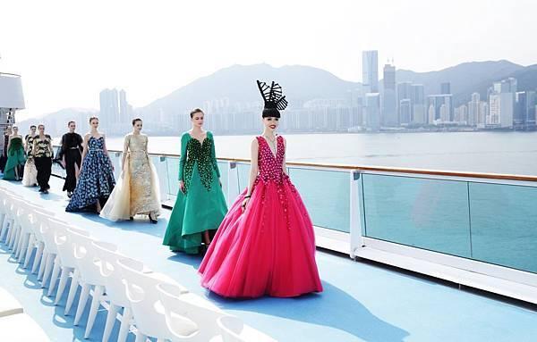 知名時裝秀製作人兼超模Jessica Minh Anh領銜8位模特兒,於歌詩達郵輪·新浪漫號上打造亞洲海域「天橋時裝秀」_2